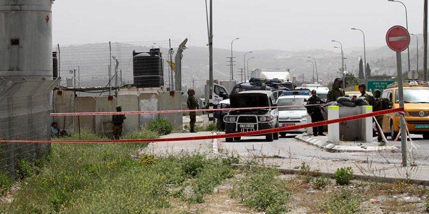 Yahudi yerleşimciler Filistinlilerin köyüne saldırdı