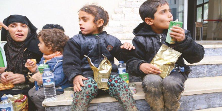 Mülteciler ölmek üzereyken kurtarıldı