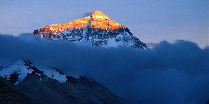 Everest'e tırmanan dağcılar 13 ton atık bırakmış
