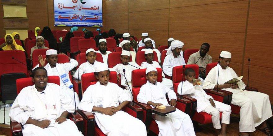 Sudan'da Kur'an kursu mezunlarına icazet töreni