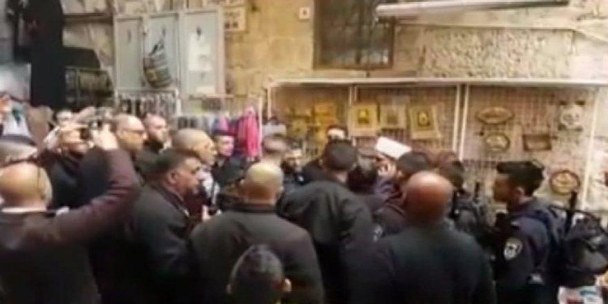 İsrail Mescid-i Aksa'ya saldırdı