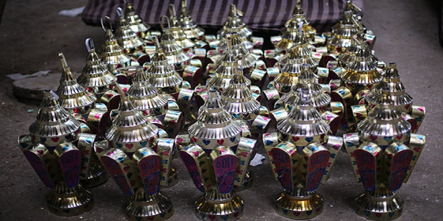 Mısır'da ramazan fenerleri sokakları süslüyor