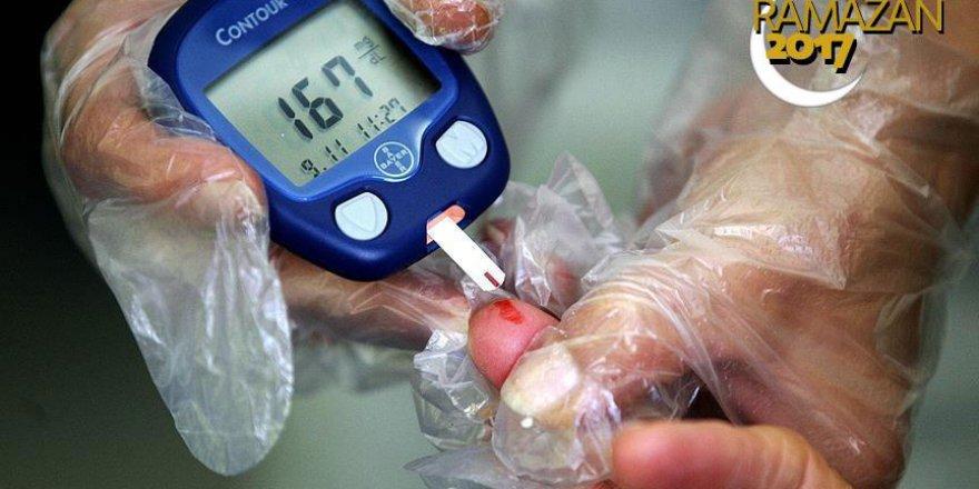 'Kan şekeri ölçmekle oruç bozulmaz'