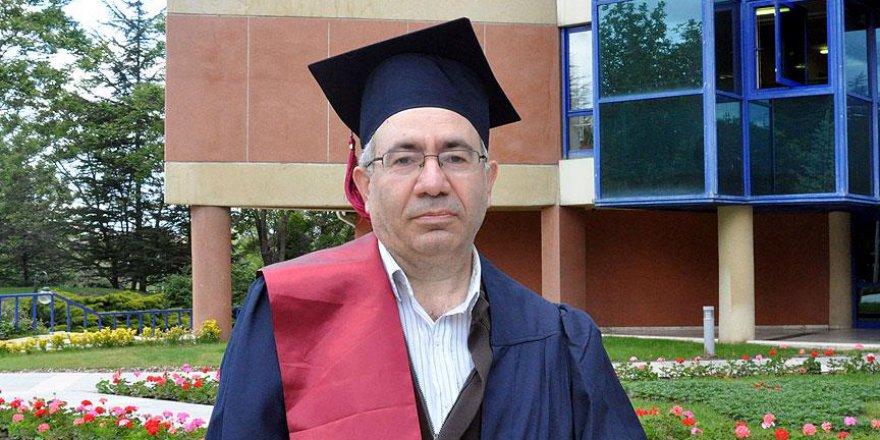 51 yaşa 5 üniversite diploması sığdırdı