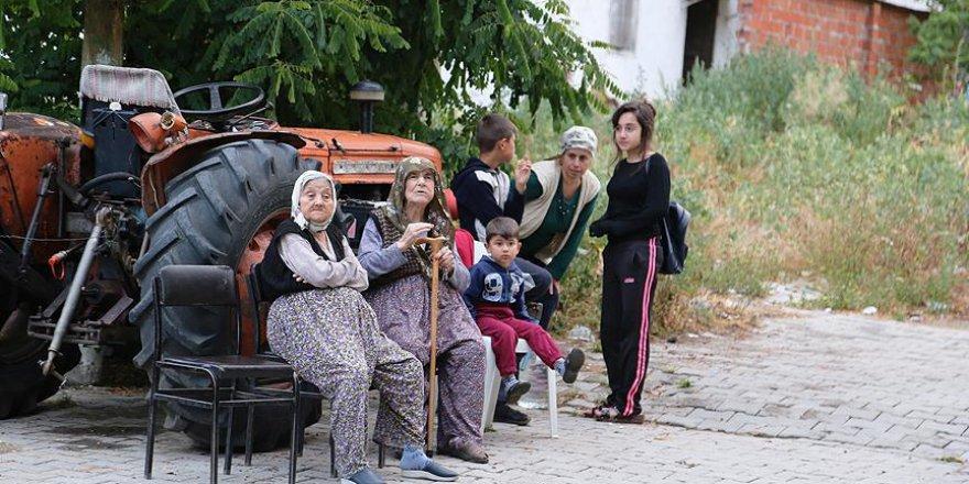 İftara 1,5 saat kala deprem olunca oruçlarını sokakta açtılar
