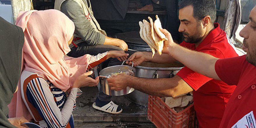 Türk Kızılayı'ndan Irak'taki 6 bin kişiye iftar ve sahur ziyafeti