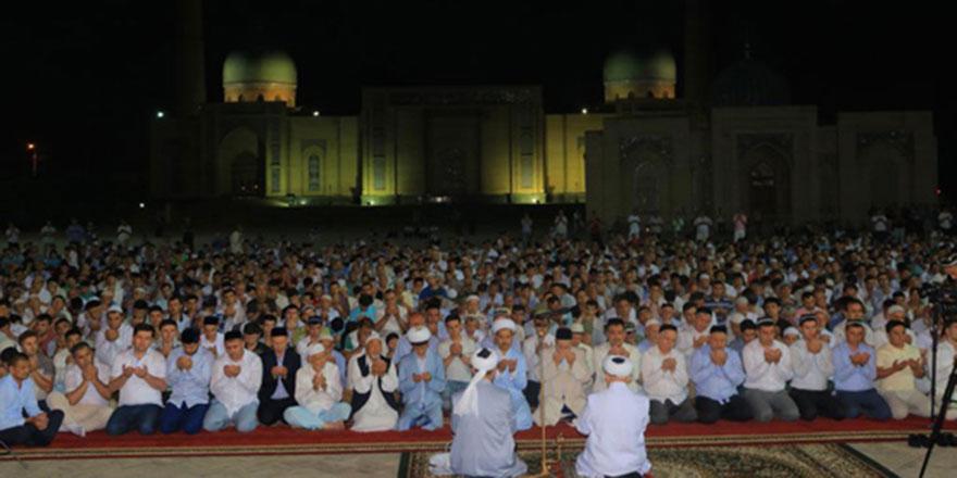 Özbekistan'da bin camide hatimle teravihe büyük ilgi