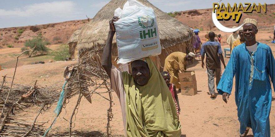 İHH Nijer'de ihtiyaç sahiplerine koştu