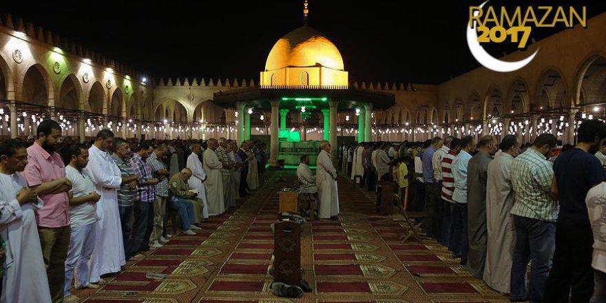 Mısır'da teravih namazının 'sesi kısıldı'