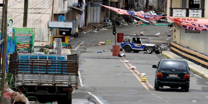Filipinler'de sokaklar cesetlerle dolu