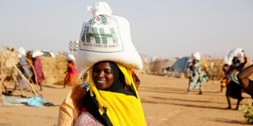 İHH Sudan'da ihtiyaç sahiplerinin yüzünü güldürüyor