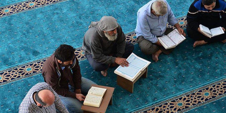 Türkiye'nin Azez'de onardığı camide mukabele geleneği