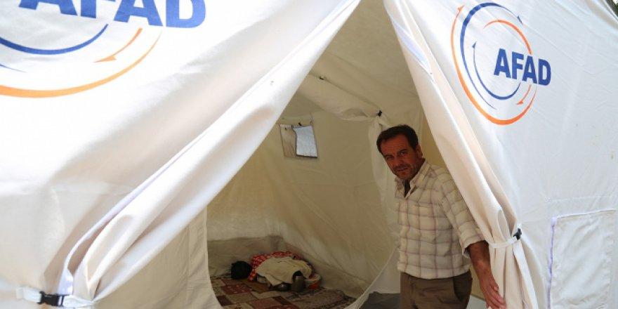 Manisa'daki deprem sonrasında vatandaşlara 228 çadır dağıtıldı