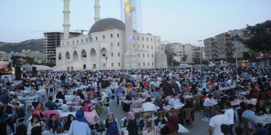 Mardin'de 4 bin kişiye iftar yemeği verildi