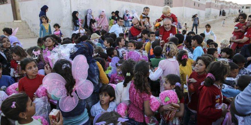 Kınık, İdlib'te yetimhane ziyaret etti