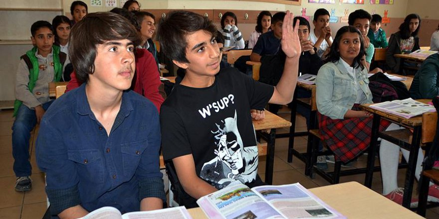Yüksekova'da 2 öğrenci TEOG birincileri arasında