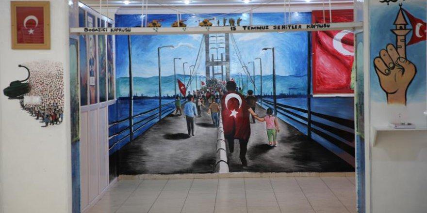 Okulun duvarlarına 15 Temmuz'u resmetti