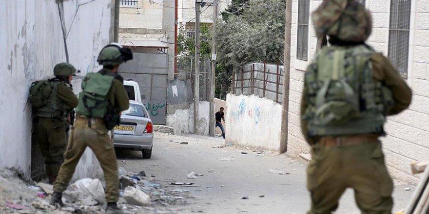 İsrail askerlerinin vurduğu Filistinli çocuk hayatını kaybetti