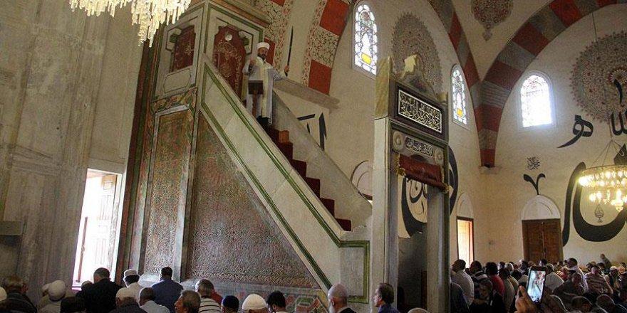 Selatin camilerde ramazanın ilk cuması yoğunluğu yaşandı
