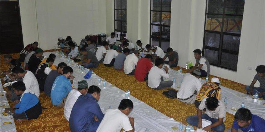 Filipinli Müslümanlar, Türkiye Diyanet Vakfının iftarında buluştu