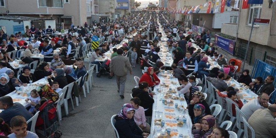Sultanbeyli'de binlerce kişi iftar sofrasında buluştu