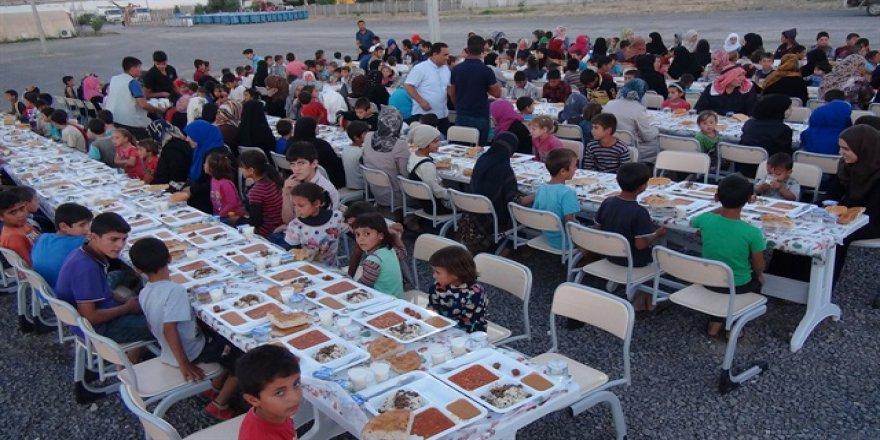 Suriyeli yetimler ve öksüzler iftarda buluştu