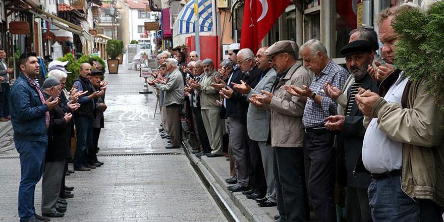 700 yıldır her cuma aynı duayı ediyorlar