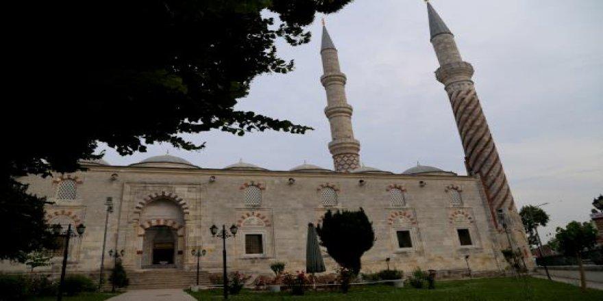 Eski payitahtta sultan yadigarı camilere ramazan ilgisi