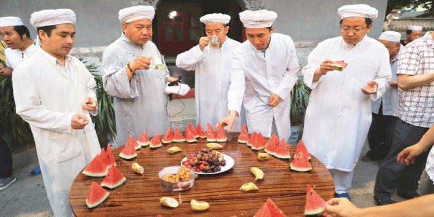 Çin'de Ramazan bir sofrada geçiyor