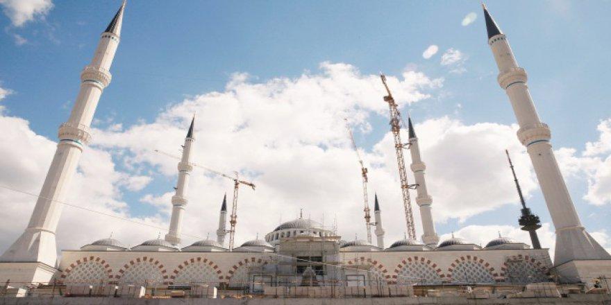 Çamlıca Camii süsleniyor