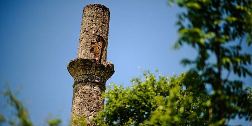Üç asırlık 'yalnız' minare