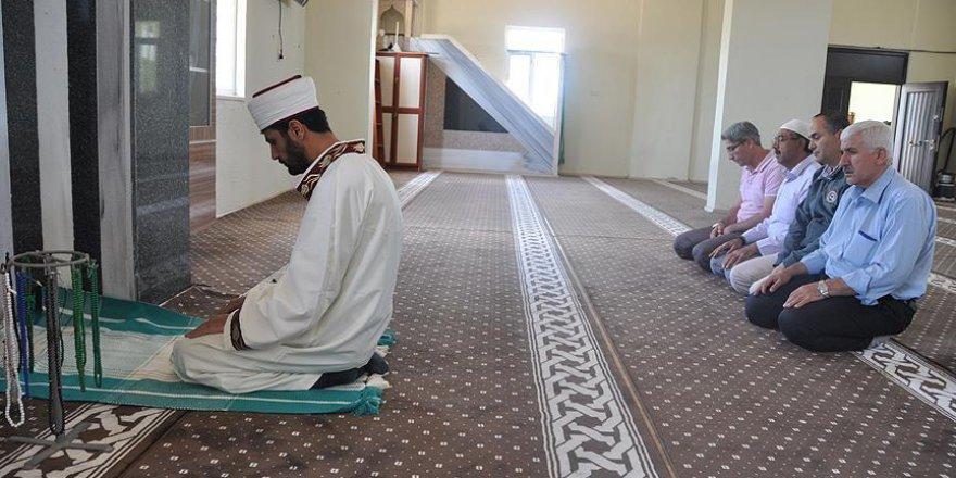 'Sıra dışı imam'ın renkli dünyası