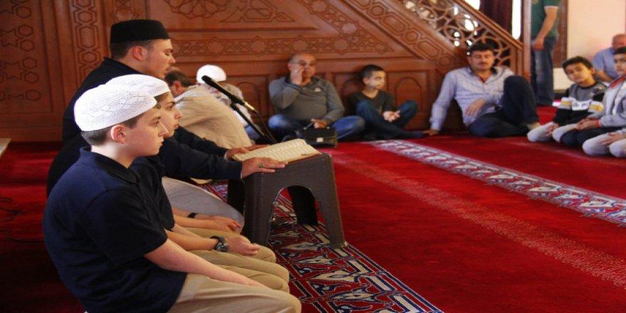 Tarihi camilerde mukabele geleneği