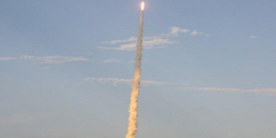 200 fil ağırlığında füze uzaya fırlatıldı