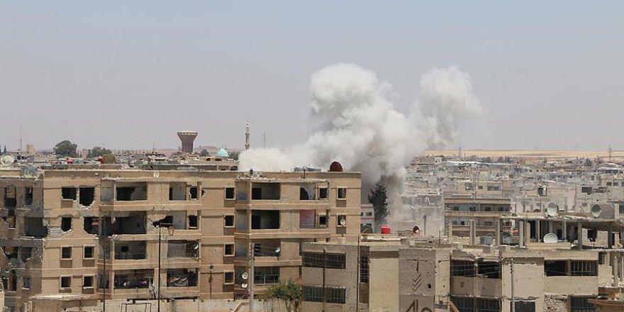 Esed güçleri Dera'yı bombalamaya devam ediyor