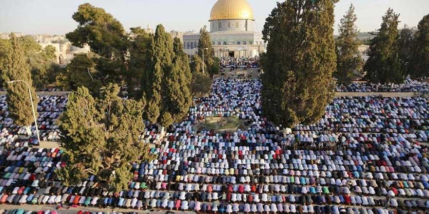 İsrail'e rağmen Mescid-i Aksa'da 300 bin kişilik cuma namazı