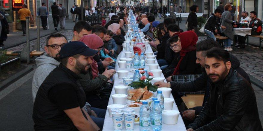 Bombalanan caddede iftar