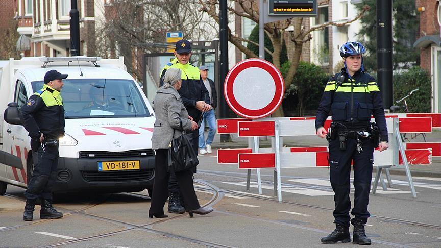 Amsterdam'da bir araç metro istasyonuna çarptı