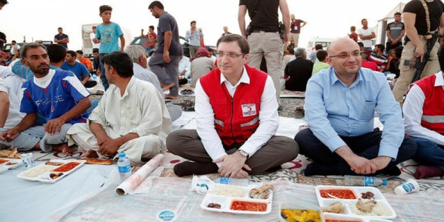Türk Kızılayı ve THY'den Musullu sığınmacılara iftar