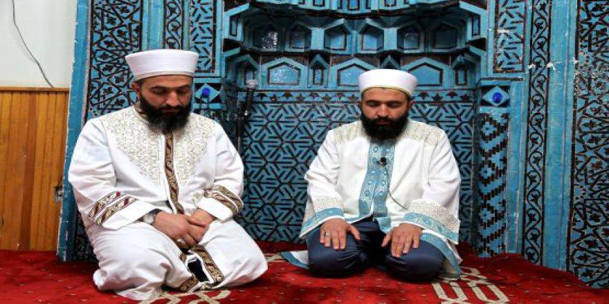 Teravih namazını kıldıran ikiz imamların ilginç anıları