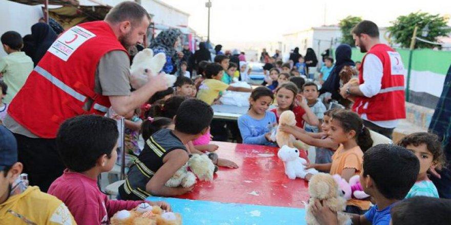 Türk Kızılayı Suriye'deki yetimleri sevindirdi