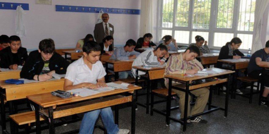 Sokaktaki 2 bin 500 çocuk eğitime kazandırıldı