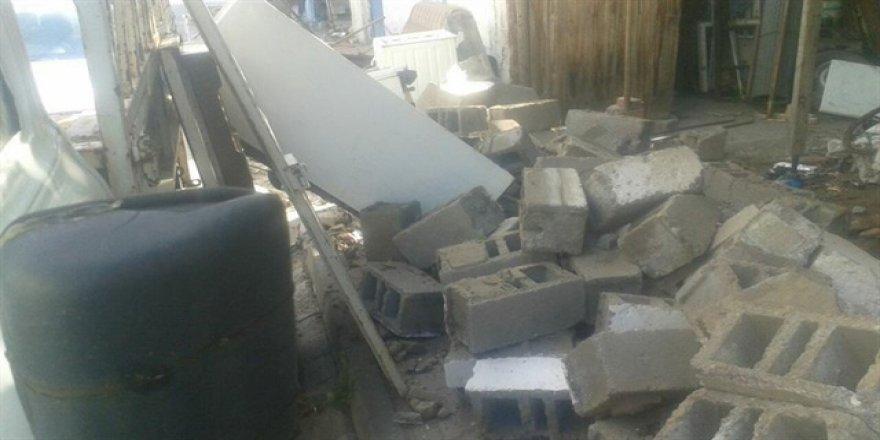 Deprem'de bazı evler zarar gördü