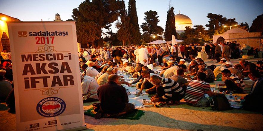 Sadakataşı Derneği Mescid-i Aksa'da iftar verdi