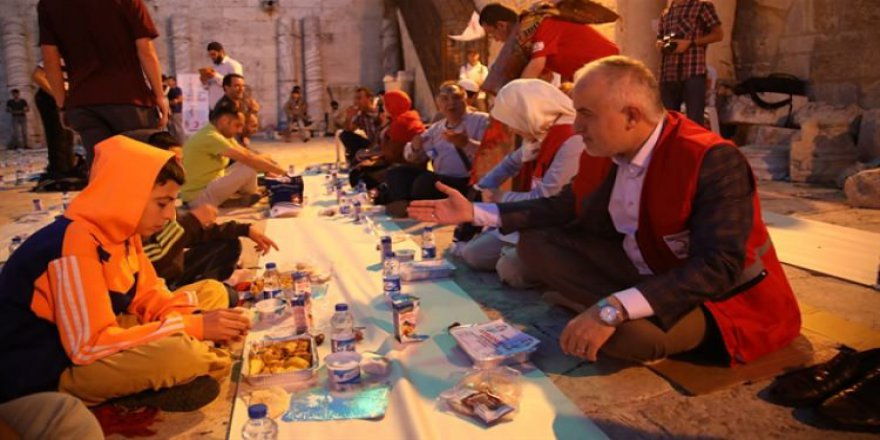 İzmir'de bugün iftar saat kaçta? 17 Mayıs İzmir İftar Vakti