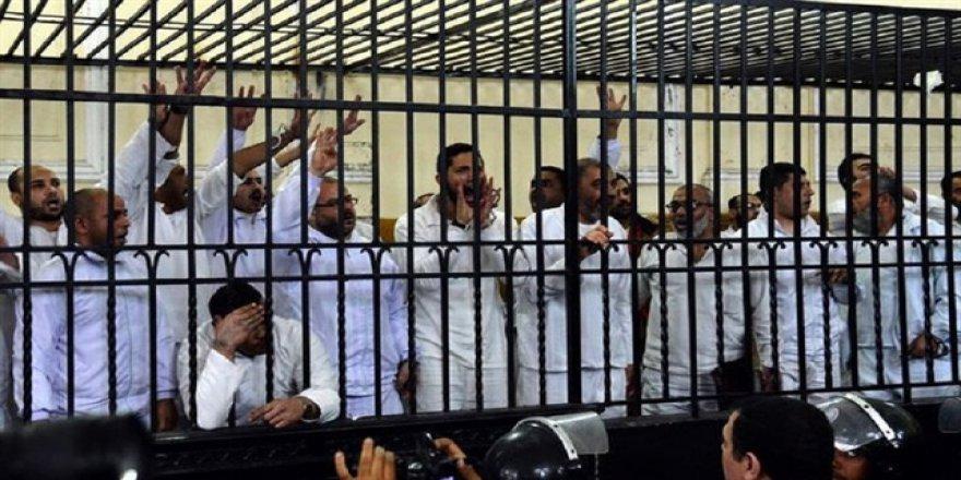İslam dünyasından 12 Mısırlı hakkındaki idam kararının durdurulması çağrısı