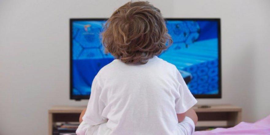 Televizyonlara uyarı: Çocuklara kadın-erkek rollerini öğretmeyin