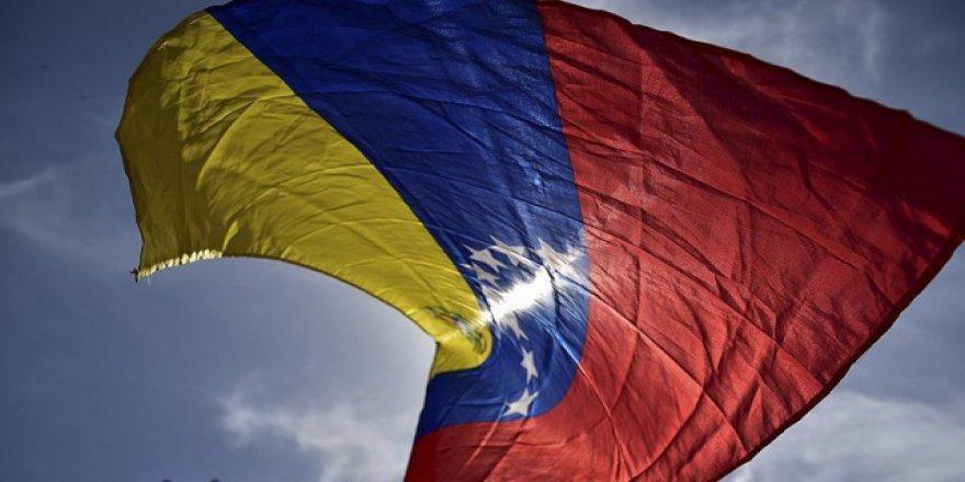 Venezuelalı muhalifler 'beyaz' giyinecek