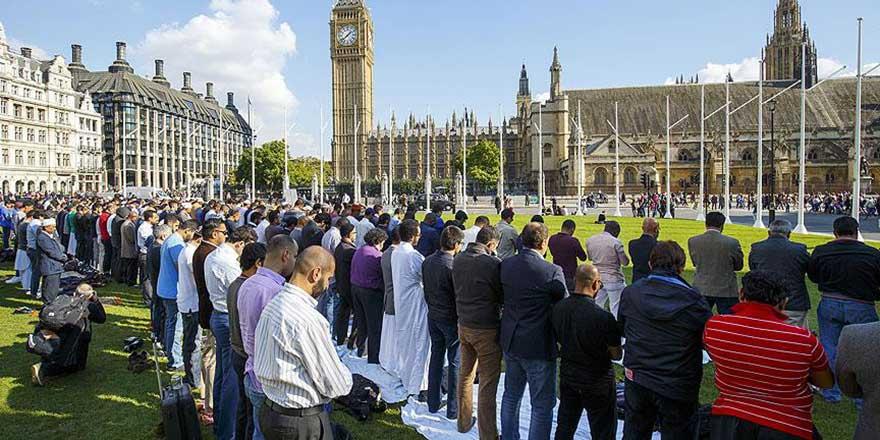 İngiltere'de Müslüman STK'lerden iktidar partisine çağrı: İç soruşturma başlat!