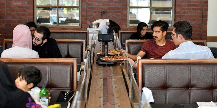 İran'daki ilk robotik restorana yoğun ilgi